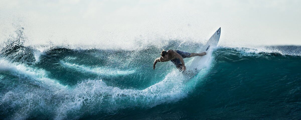surfeur pointe du raz bretagne